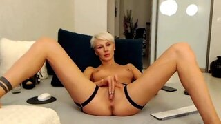 MoniqueHot – Short Haired Blondie Playing With Her Sweet Pussy